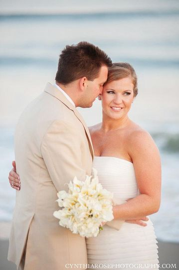 Newlyweds at the beach | Cynthia Rose Photography