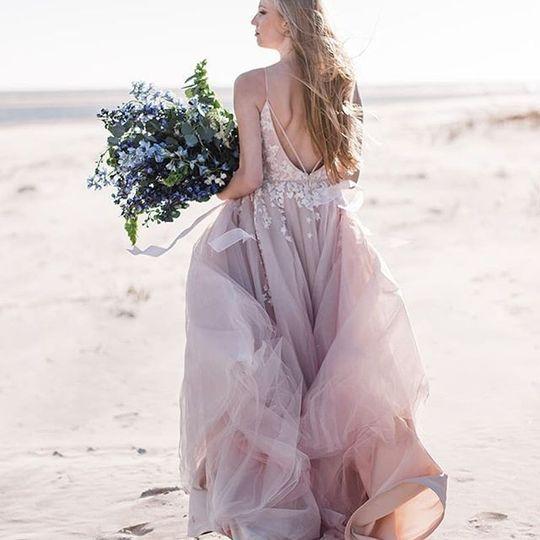 Blush and blue beachy bride