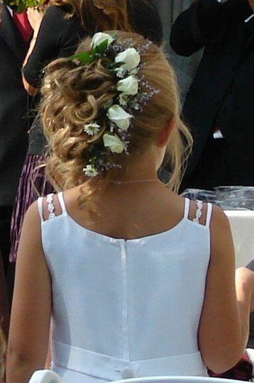 Petite white spray roses & fillers for the flower girl's hair