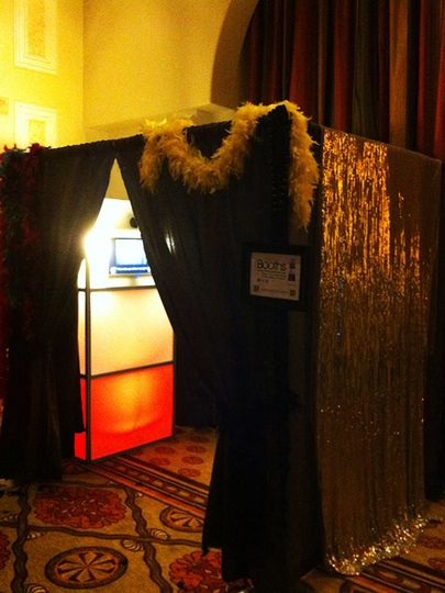 itegphotobooths light up upgraded photo booth additional charges apply 02