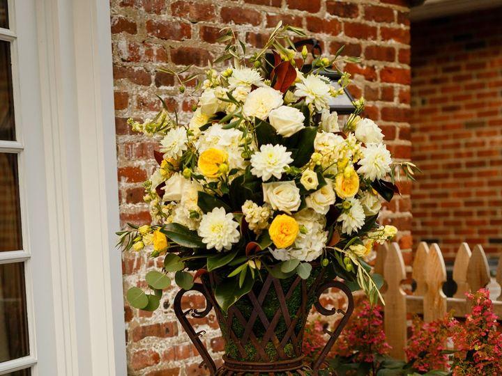 Tmx 1530115574 B8826d2cdbf1090e 1530115569 84a10865be9b02d6 1530115553486 10 0644 Lee Chatham wedding florist