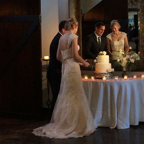 Couple slicing the wedding cake