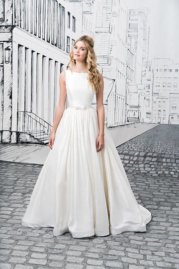 Justin alexander photos dress attire pictures new york for Wedding dress rental manhattan