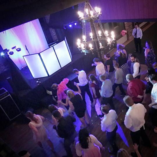 DJ Mad Maxx Rockin a wedding