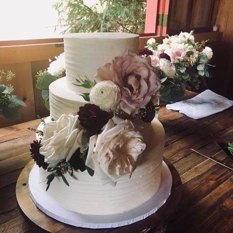 Tmx 123585916 1116385028758396 3037392466987682134 N 51 410491 160996841988274 Schuylerville, NY wedding cake