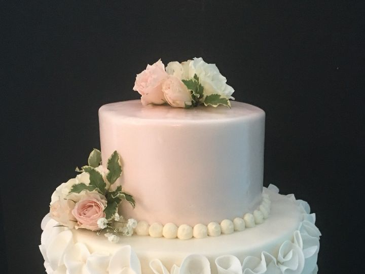 Tmx 1509063686041 Ca7e4908 96ab 4533 9722 D8496c9c4a7f Schuylerville, New York wedding cake