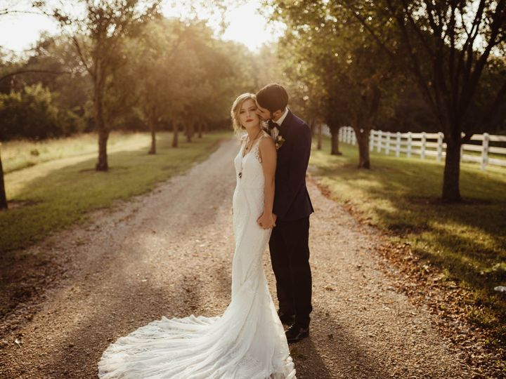 Tmx 9s4a9562 51 1890491 157521376257753 Mc Louth, KS wedding venue