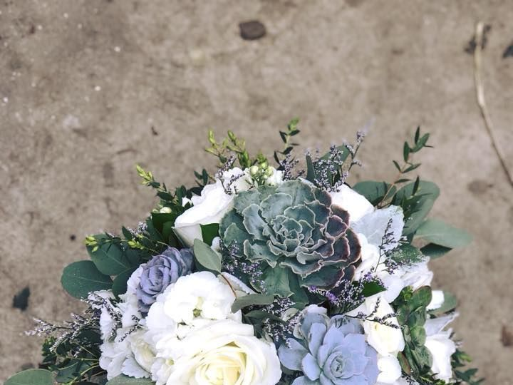 Tmx 1525813687 8f255ef8ab776b7a 1525813686 325fc4e4def45e13 1525813686410 3 31882830 168824490 Hatboro, PA wedding florist