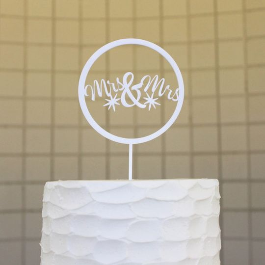 mrsmrs circle buttercream close cropped