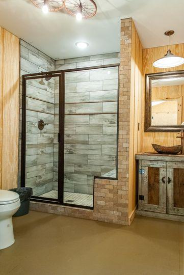 Wagon Wheel Suite Bathroom