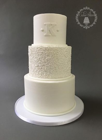 buttercream wedding cake with piping