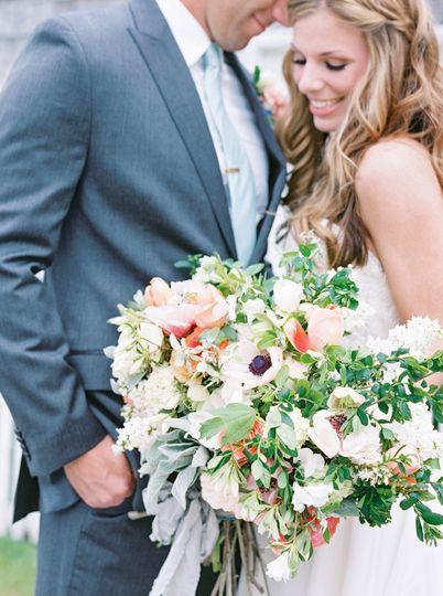 04e1 bride groom romantic anemone bouquet