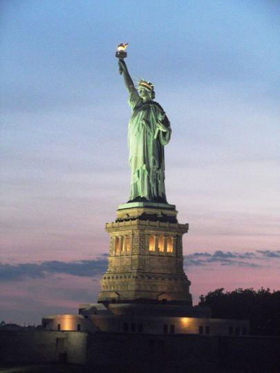 800x8001456180059643 statue of liberty
