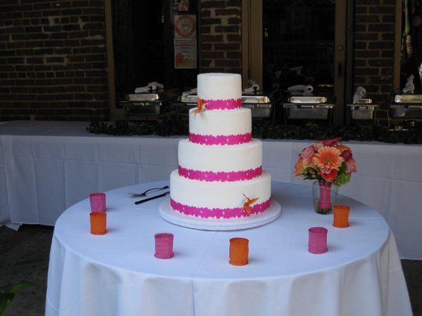 White, pink and orange were the inspiration colors for jason and kim, we try to mix them on the cake...