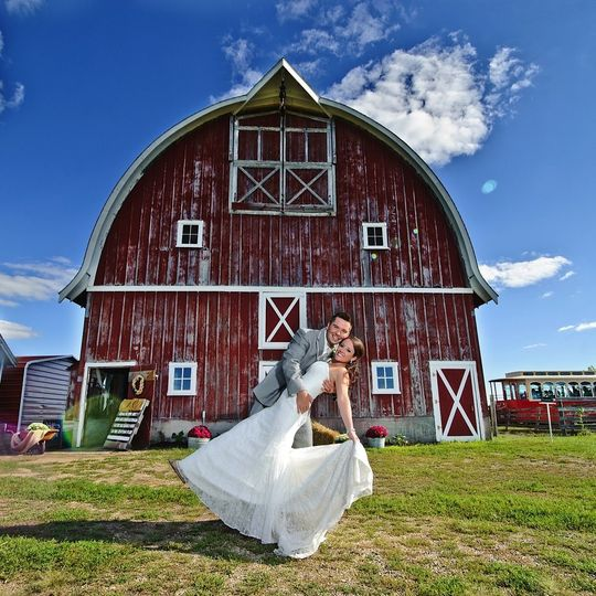 Newlyweds at the allen acres barn