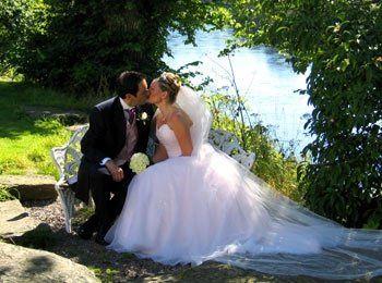 BridalCoupleinwoods