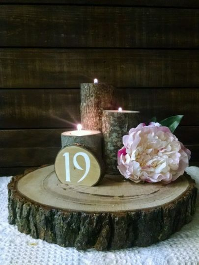 Log slab centerpiece with our log tealight holder and log slice table number.