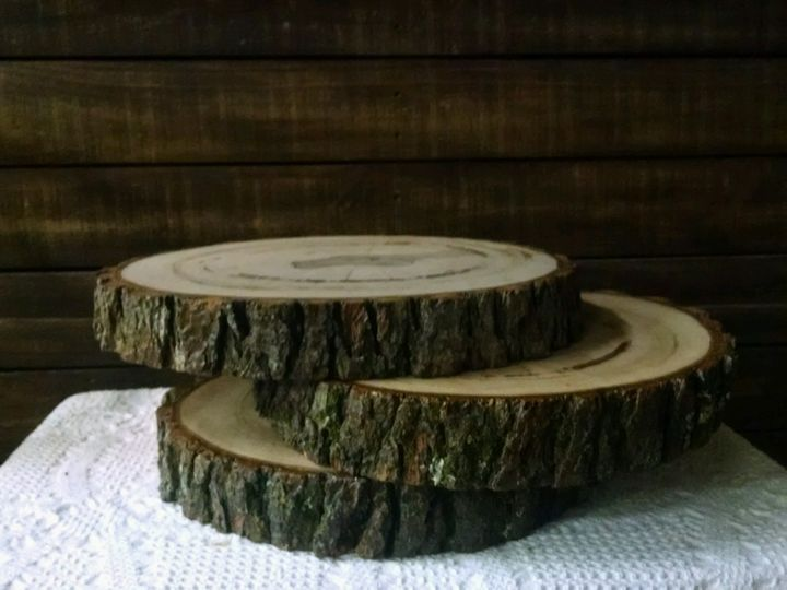 Log slabs, perfect for centerpieces, food displays or cake stand.