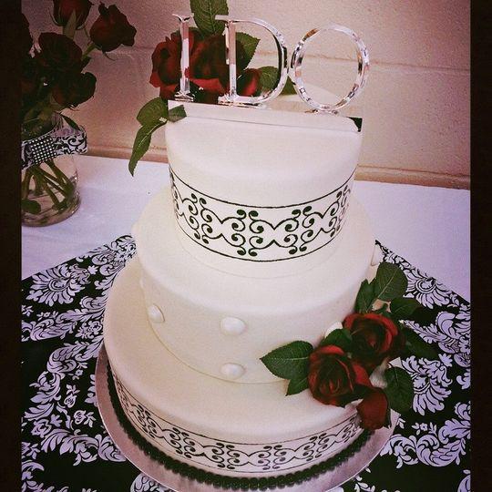 800x800 1499988100903 Black N White Wedding Cake