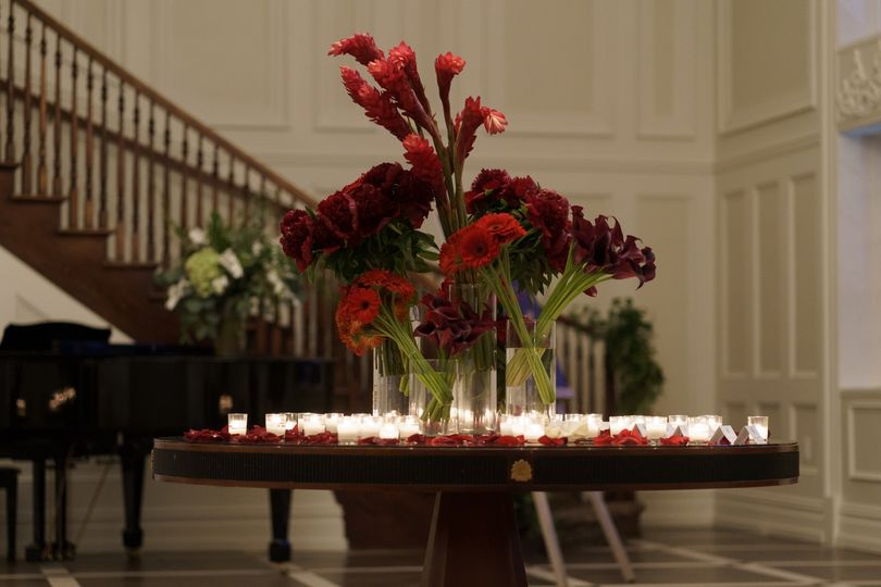 Candles and flowers - Photographer: Dideo