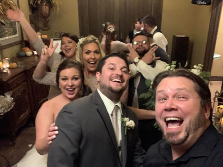 dj justin jaggers with amber preston haycraft friends at cedar hall 11 16 19 weddingdjmemphis memphisweddings deepbluentertainment 51 89991 157409849752051