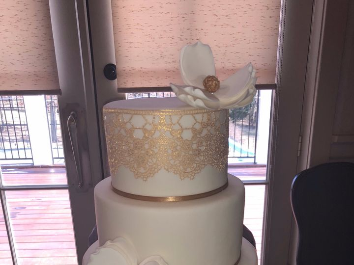 Tmx Gold Lace 51 524002 1569788284 Winchester, District Of Columbia wedding cake