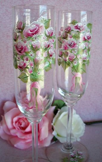 Ridel crystal with bouquet of burgundy flowers