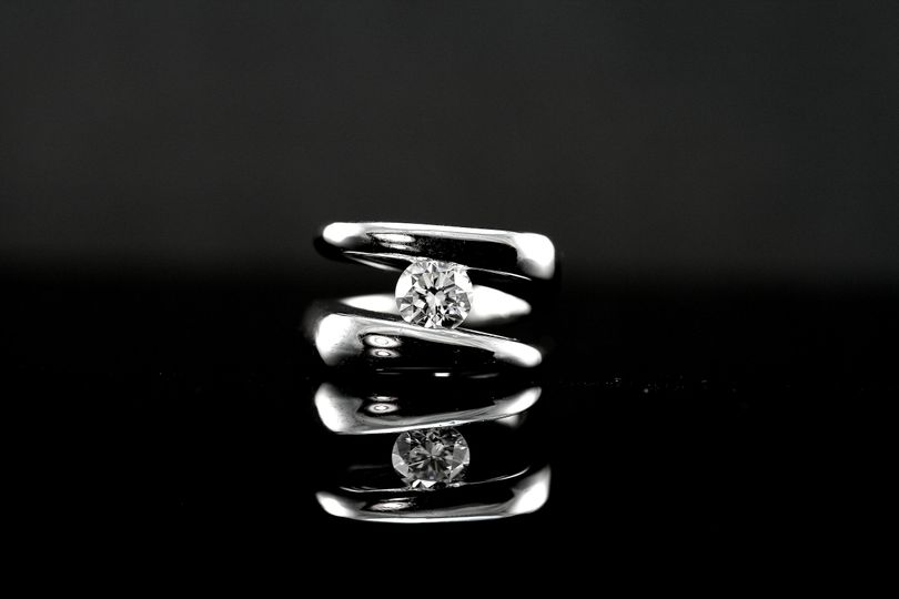 14k white gold and diamond ring 51 605102