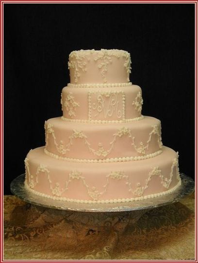 enchanted cakes and treats wedding cake baltimore md weddingwire. Black Bedroom Furniture Sets. Home Design Ideas