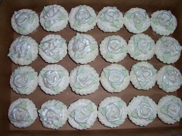 Tmx 1308277443301 Cupcakes18 Parkville, MD wedding cake