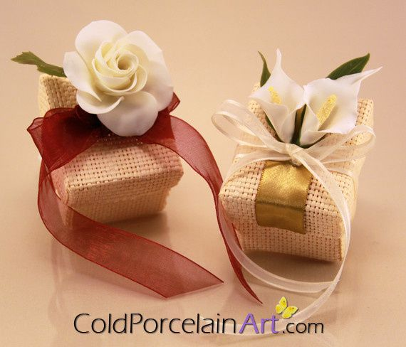 Customized favor boxes with Handcrafted flowers