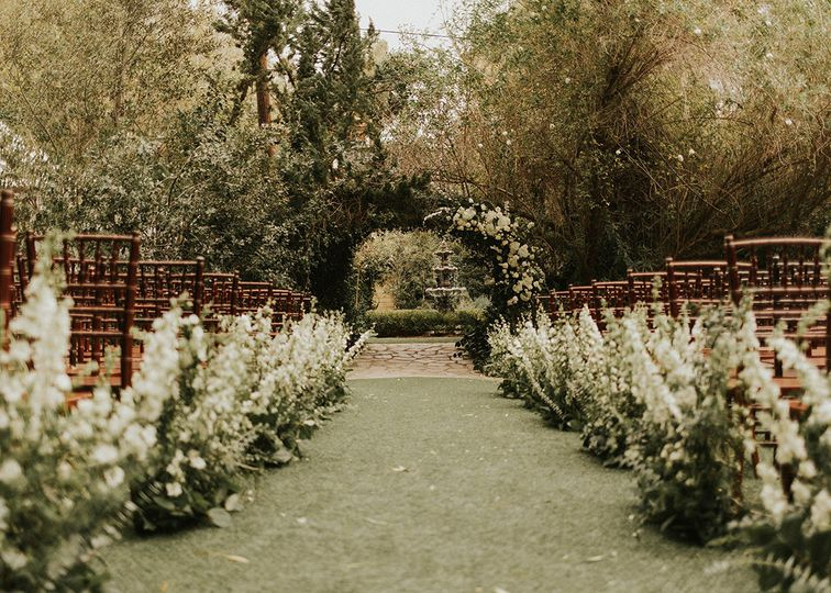 Twin Oaks House and Garden Est