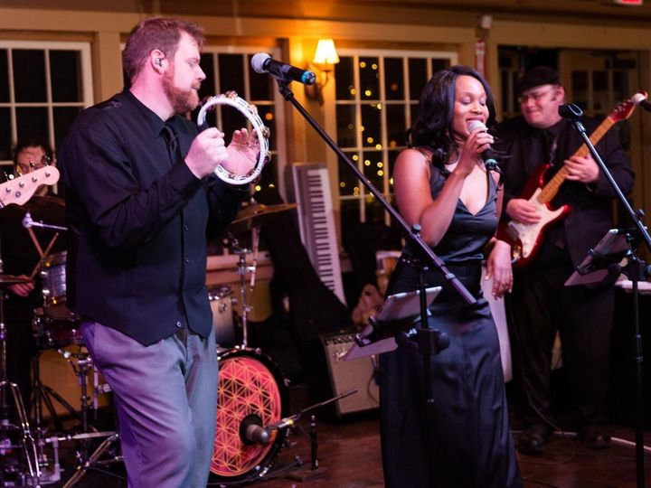 Tmx Groove5 51 1012402 1566401619 Billerica wedding band