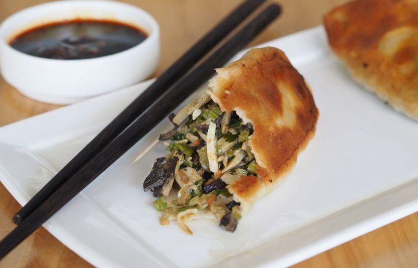 Dongbei vegetarian long pot stickers