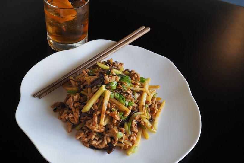 Sichuan 'yuxiang' garlic pork