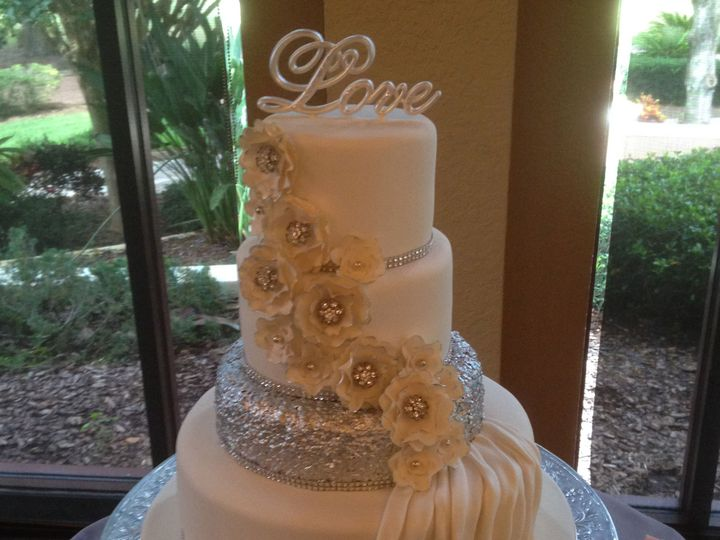 Tmx 1539109459 869983bc9328cb7f 1539109457 7d98af73510a638e 1539109453385 1 W 235 Kissimmee, FL wedding cake