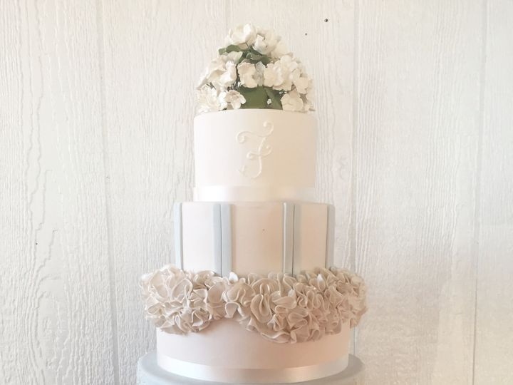 Tmx 1518140498 B7b53d7849e5daad 1518140445 2ea94f5b3df0c400 1518140433498 16 IMG 8333 Owings Mills, Maryland wedding cake