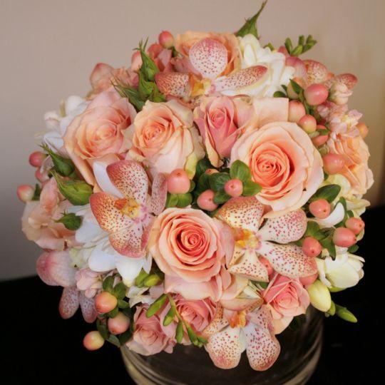 A petite Bouquet in Peach tones