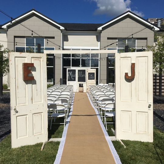 Outdoor Wedding Ceremony Des Moines: Urbandale, IA