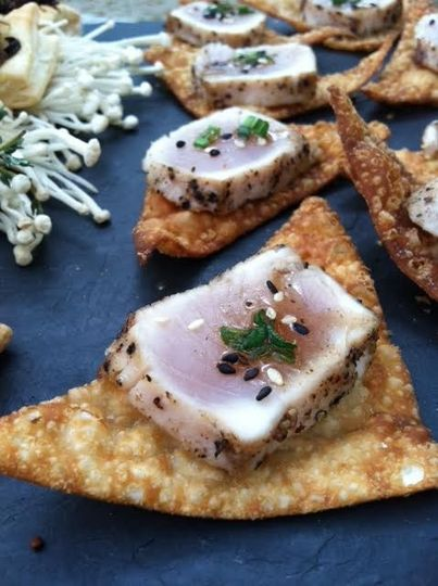 seared tuna on wonton crisp