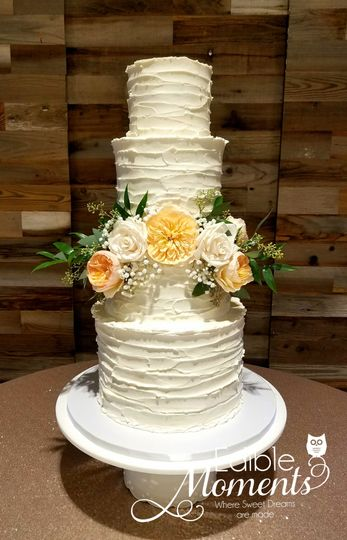 Butter Cream Beauty Wedding Cake with fresh florals