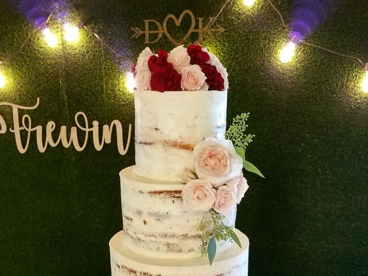 Tmx 1536187636 3292f30b2286bb05 1536187634 C6f10efc2fc2bc58 1536187618366 1 Krysti Naked Weddi Richmond, TX wedding cake