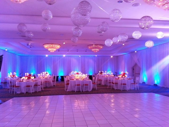 aa636304aface8c4 1480693292851 ballroom holiday party set up