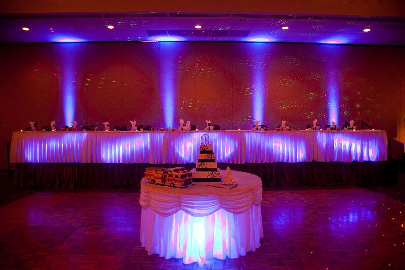 Head table and wedding cake
