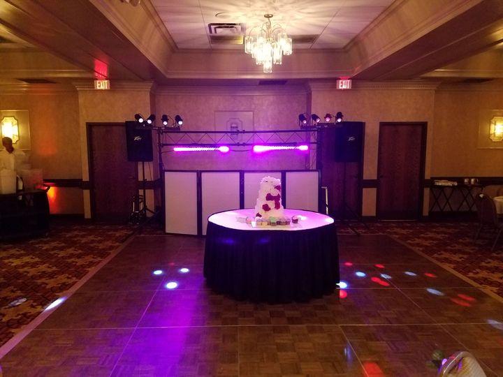 Dj booth and wedding cake