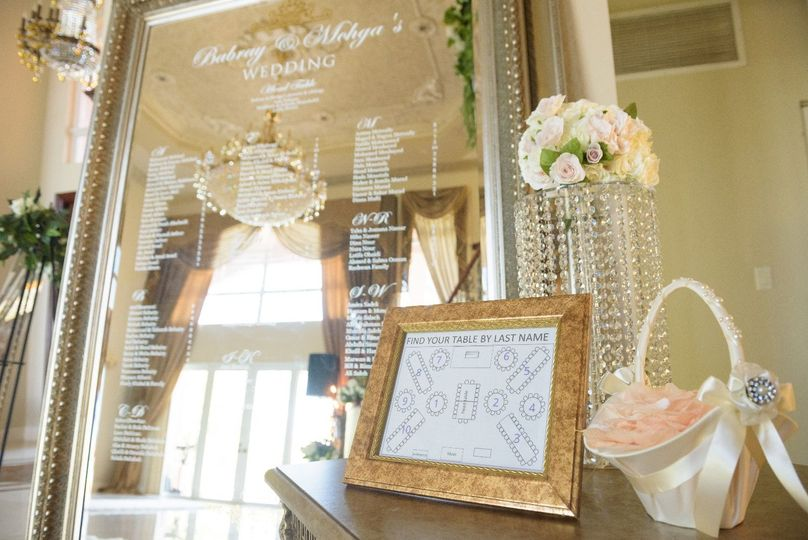 Mirror guest seating display