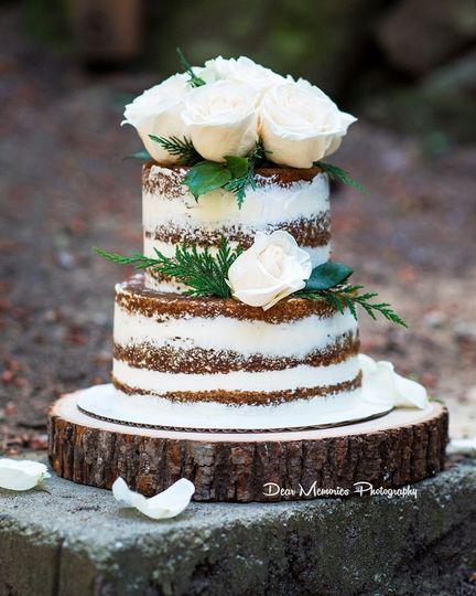 White roses designed cake