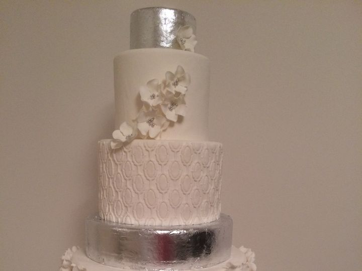 Tmx 1454697705585 Silver Leaf 1000 Flower Tiered Wedding Seattle, WA wedding cake