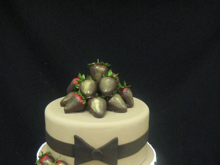Tmx 1454697929896 Tuxedo Strawaberry Grooms Tiered 2 Seattle, WA wedding cake