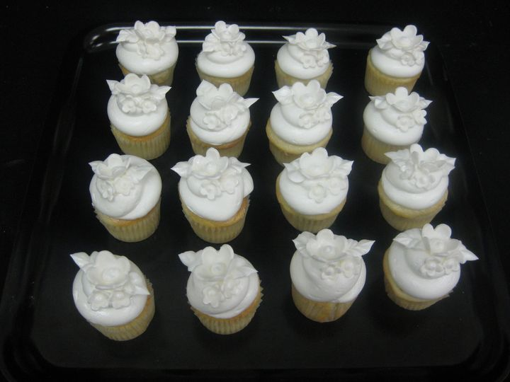 Tmx 1455043971999 White On White Flower Cupcakes 1 Seattle, WA wedding cake